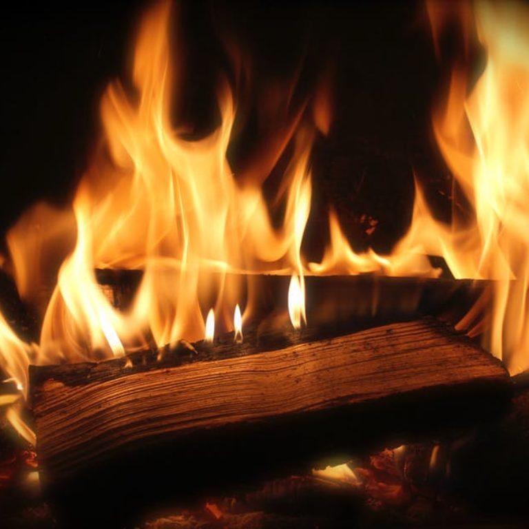 Fuego en la cabaña